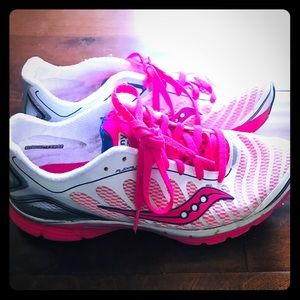 Saucony size 10 tennis shoes 👞 pink